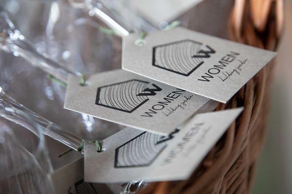 WBS glas i korg